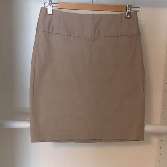 Banana Republic Dresses & Skirts - Tan Banana Republic skirt